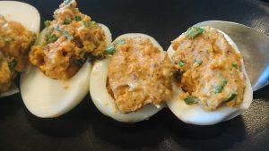 Fyllda ägghalvor med soltorkad tomatcrème