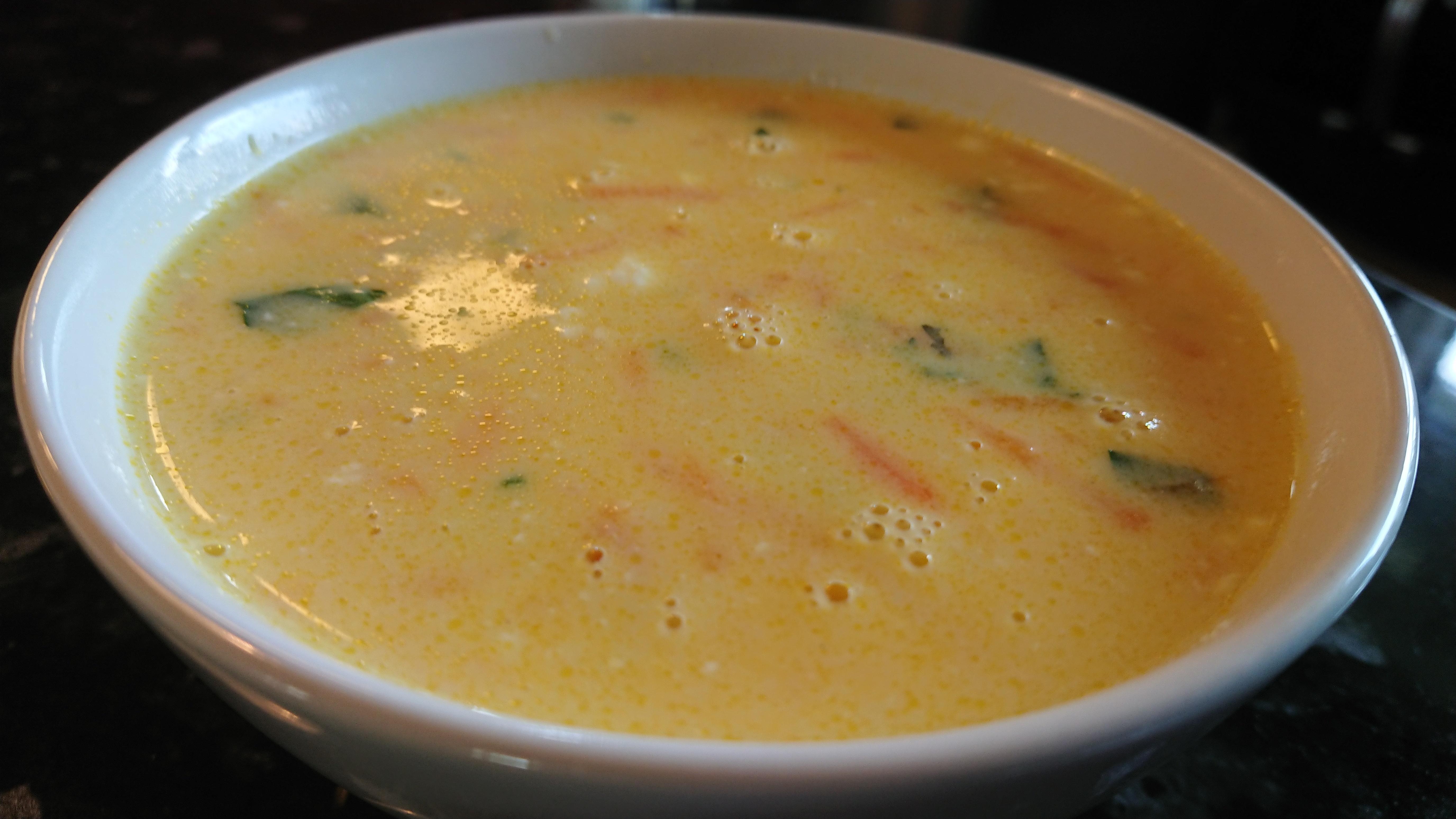 Morotssoppa med räkost