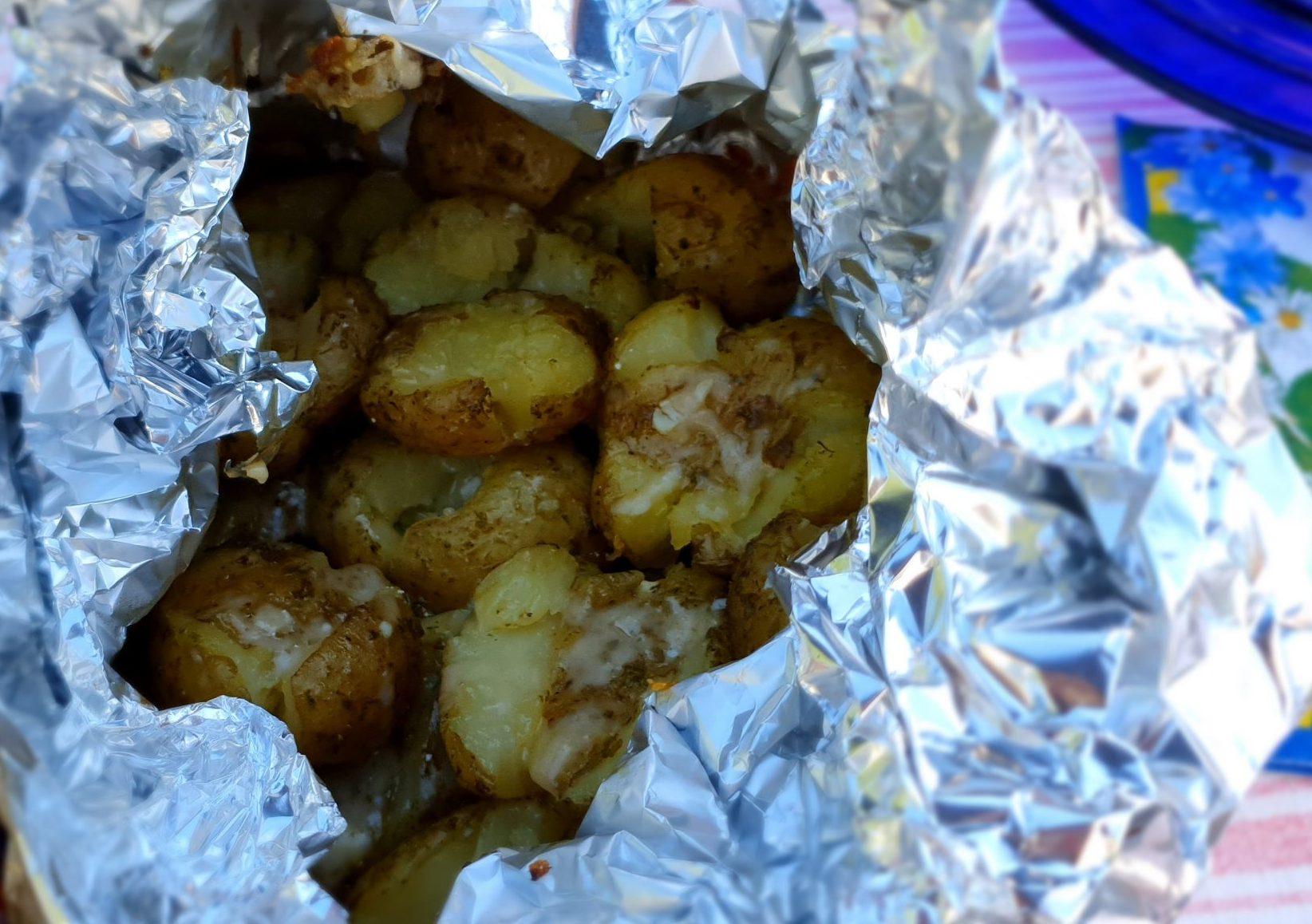 Krossad potatis i örtdressing